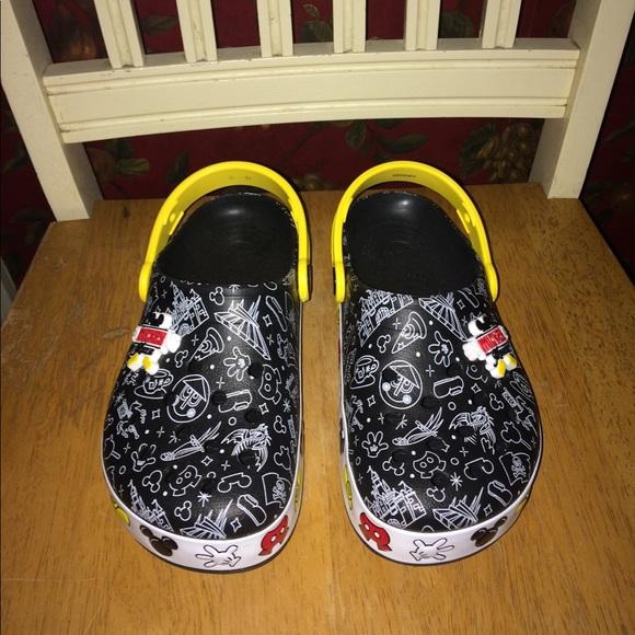 Mickey Mouse Lightup Crocs Boys Size 2